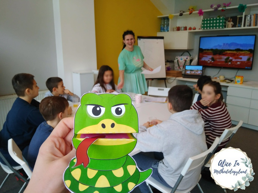 Wonderland Workshop 4 – Class Two at the Zoo by Julia Jarman (Storytelling-based Learning) Snake puppet